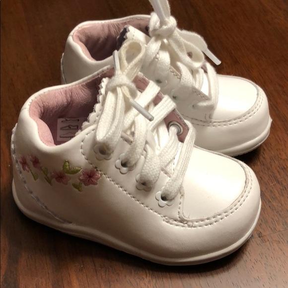 New Stride Rite Walking Shoes Size 3w